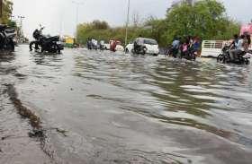 बारिश से सड़कें लबालब, गिर गया इतने डिग्री पारा