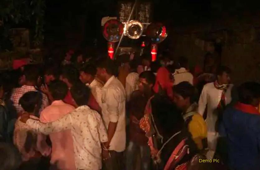दलित दूल्हे को घोड़ी पर चढऩे से रोका, बारातियों से मारपीट, पुलिस पर पथराव, क्षेत्र में तनाव का माहौल