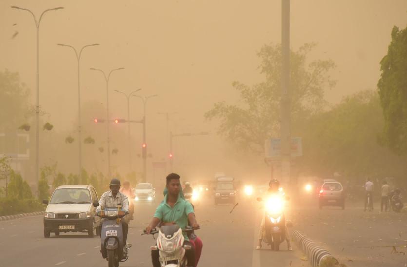 45 मिनट जयपुर पर पड़े भारी, अंधड़ में उड़ी राजधानी, दीवार गिरी, सौसे ज्यादा खम्भे टूटे, पेड़ गिरे, आज भी अंधड़ की चेतावनी