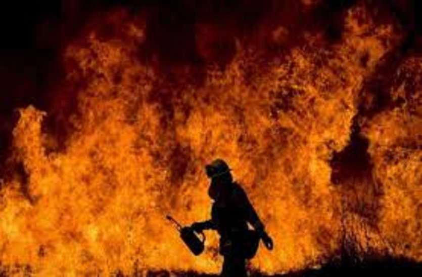 गोदाम में लगी आग, लाखों की संपत्ति जली