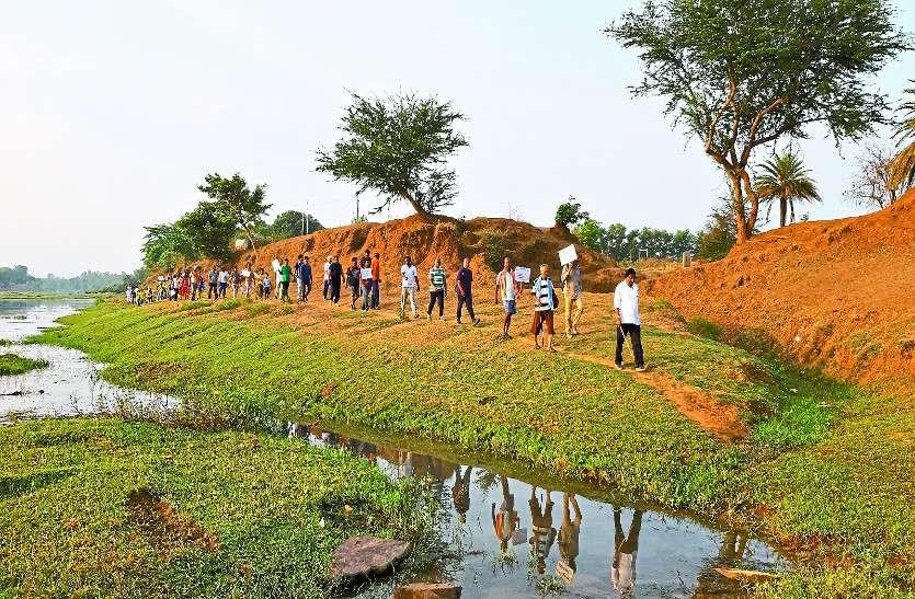 इंद्रावती में हरियाली लाने की गई अनूठी पहल, यात्रा कर रहे लोग वहां छोड़ रहे सीड बॉल, बारिश में बनेंगे पौधे