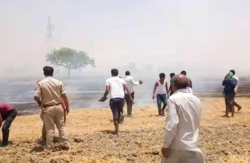 VIDEO: विधायक के खेत में लगी आग बुझाने के लिए इस कदर दौड़ी पुलिस, वीडियो देखकर रह जाओगे हैरान
