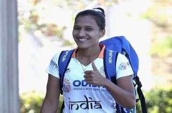 महिला हॉकी : दक्षिण कोरिया से तीन मैचों का सीरीज खेलने के लिए भारतीय हॉकी टीम रवाना