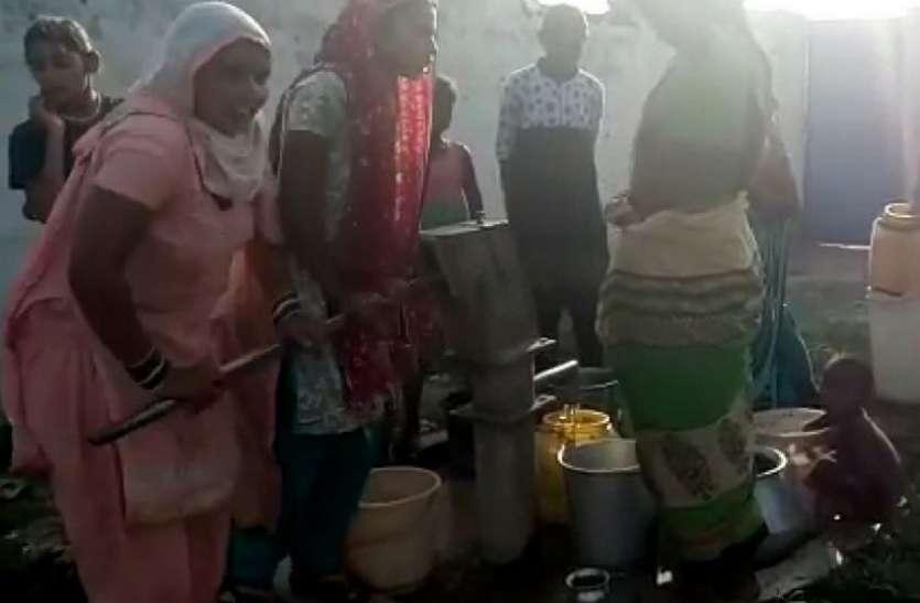 ग्रामीण अंचलों में पानी के लिए हाहाकार, जानिए ग्रामीण कहां से ला रहे पीने का पानी