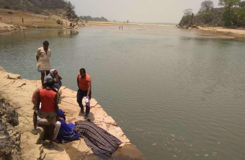 नदी में नहाने गई नानी व पोती की मौत, घंटों मशक्कत के बाद गोताखोरों ने नदी से निकाला शव, जानिए क्या है पूरा मामला