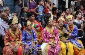 video: भगवान नृसिंह जन्मोत्सव पर सजीव झांकियां सजा विभिन्न लीलाओं का किया मंचन