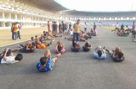 बहतराई स्टेडियम में गूंज रहे हाऊज द जोश के नारे, पूर्व सैनिक दे रहे युवाओं को प्रशिक्षण