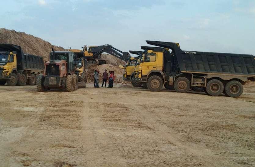 Video :- स्थानीय के बजाए बाहरी मजदूरों को प्राथमिकता, मानिकपुर में ओबी का काम बंद