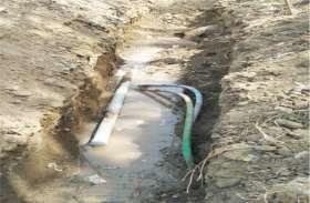 फूटी पाइप लाइन व खराब गेटवाल से रोज बह रहा हजारों लीटर पानी