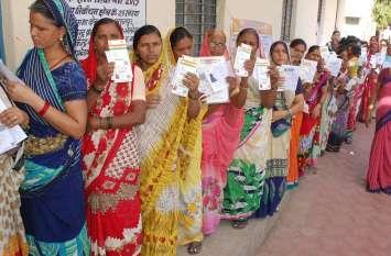 बुरहानपुर में 45, नेपानगर में 50.36 फीसदी मतदान, लोगों में उत्साह, दोपहर में धिमी पड़ी गति