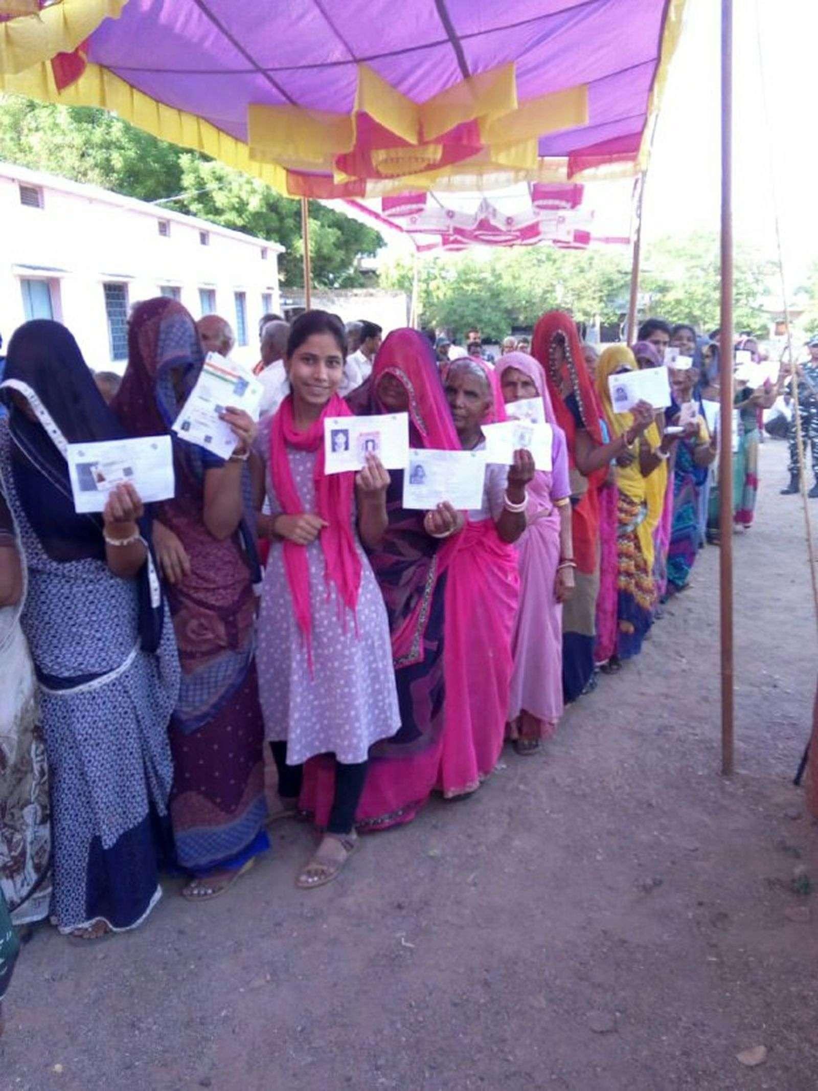 सुबह के दो घंटे में मतदाताओं ने दिखाया उत्साह, 14.62 प्रतिशत हुआ जिले में मतदान