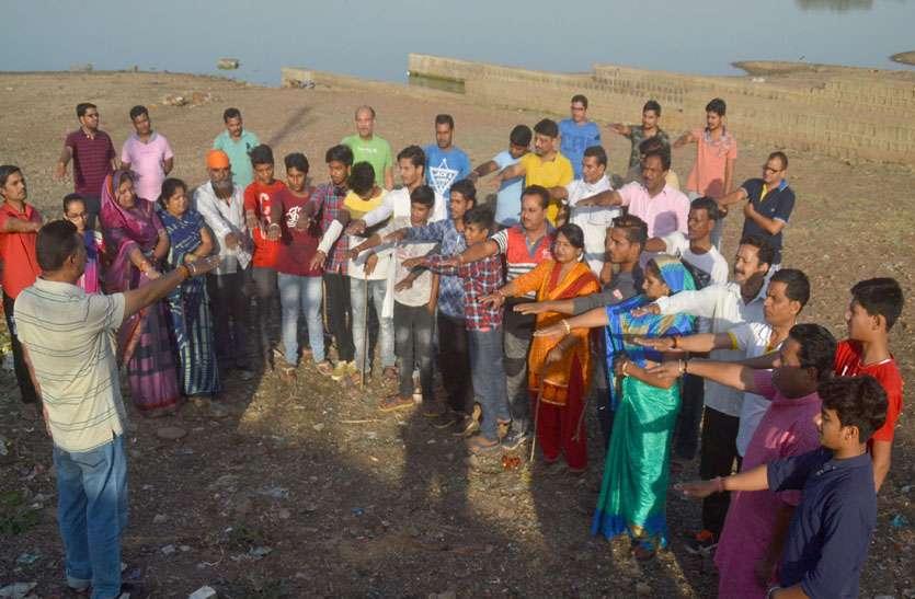 पत्रिका अमृतम् जलम् अभियान : श्रमदान करने जुटे समाजसेवी तालाब संरक्षण की ली शपथ