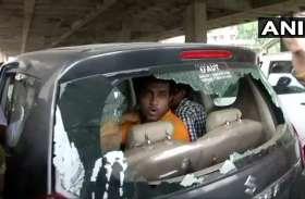 लोकसभा चुनाव: पश्चिम बंगाल में BJP प्रत्याशी के कार पर टीएमसी कार्यकर्ताओं का हमला, बाल बाल बचे अनुपम हाजरा