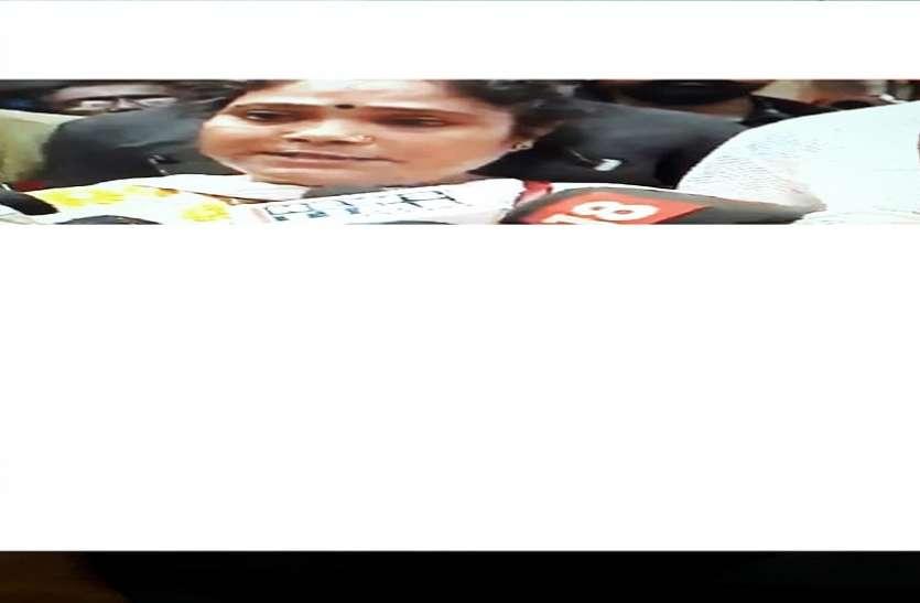 जादवपुर : टीएमसीवालों से धमकी मिली तो रोने-बिलखने लगी भाजपा एजेंट, अनदेखी कर दिए केंद्रीय बल के जवान,