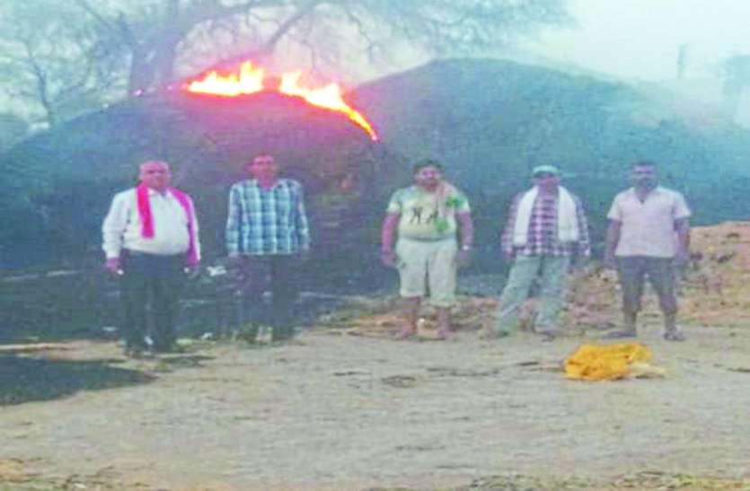 शार्ट-शर्किट के चलते 45 एकड़ के पैरावट में लगी भीषण आग, मची अफरा-तफरी