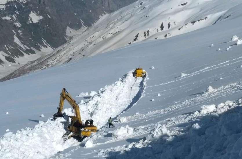 लाहौल घाटी: वोटरों की राह आसान बनाने BRO ने रोहतांग पास से हटाया 30 फीट बर्फ, पांच महीने की मेहनत के बाद रास्ता शुरू