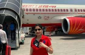 स्वीडेन से वोट देने भारत आयी प्रिया सिंह, यूपी के मऊ में डाला अपना वोट