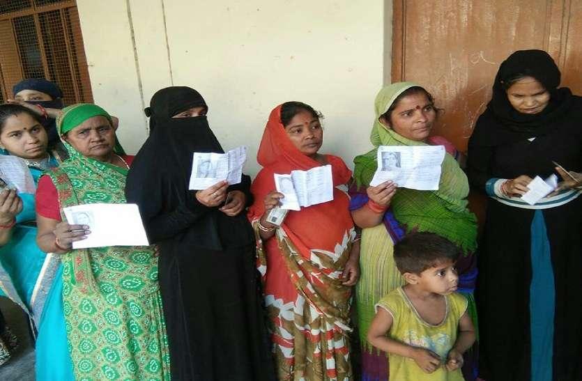 कुशीनगर लोकसभा सीट पर भी जमकर वोटिंग, मतदाताओं में खूब दिख रहा उत्साह