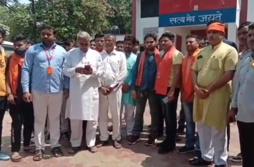 VIDEO : बैल को जंगल में ले जाकर पहले पैर और फिर काटी गर्दन, सूचना मिलते ही हिंदू संगठन ने...