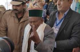 हिमाचल: आजाद भारत के पहले वोटर 102 वर्षीय श्याम सरण नेगी ने डाला वोट, देखिए वीडियो