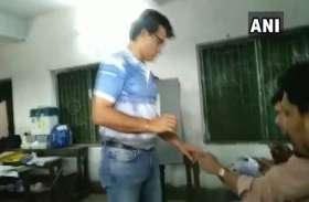 लोकसभा चुनाव 2019 : बंगाल क्रिकेट संघ के अध्यक्ष व पूर्व क्रिकेट कप्तान सौरव गांगुली ने डाला वोट