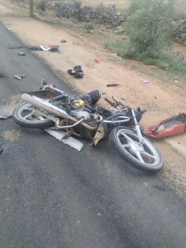 कार व बाइक भिड़ंत में दो युवकों की मौत