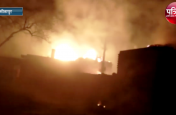 आग ने दिखाया विकराल रूप, दर्जनों घरों के साथ आधा दर्जन लोग भी आग में झुलसे, देखें वीडियो
