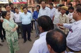 जिला कलक्टर ने शहर में सफाई, अतिक्रमण सहित अन्य व्यवस्थाओं का लिया जायजा