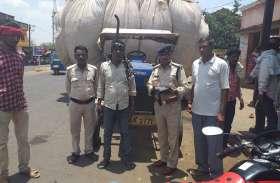 कलेक्टर के निर्देश के बाद जिले से बाहर भूसा ले जाने वालों की खैर नहीं, पुलिस ने की कार्रवाई