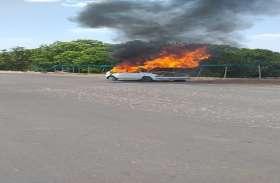 The Burning Car : चलती कार अचानक बनी 'आग का गोला', मरीज को अस्पताल ले जाते समय हुआ हादसा