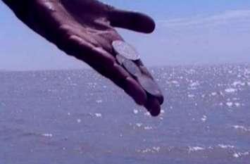 आप भी नदी में फेंकते हैं सिक्के, वजह जानते हैं क्या?