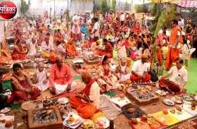 वीडियो... बांसवाड़ा : सत्यनारायण मंदिर के पाटोत्सव के आखिरी दिन 14 बटुकों को धारण कराई जनेऊ
