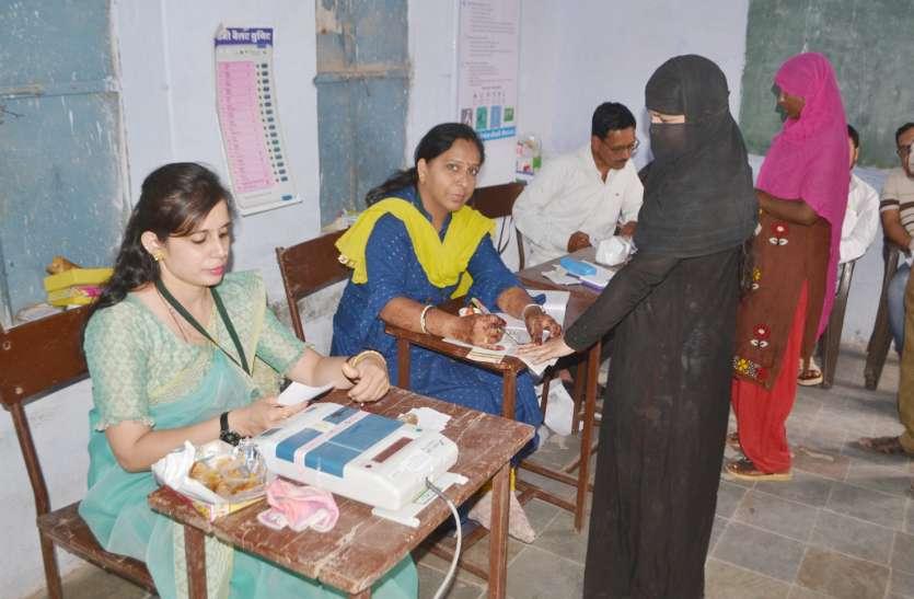 43 डिग्री तापमान में भी हुआ जमकर मतदान, युवाओं से लेकर बुजुर्गों ने डाले वोट
