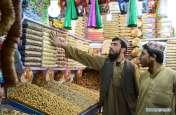 पाकिस्तान में चरम पर महंगाई, 1100 रुपए किलो मटन तो 400 रुपए किलो बिक रहा सेब