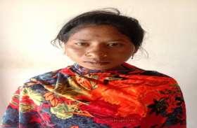 पुलिस की रेकी करने आई महिला नक्सली हुई गिरफ्तार 3 बैनर पोस्टर हुए बरामद