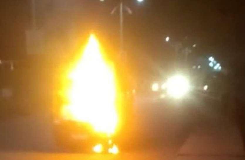 जेएलएन मार्ग पर लो फ्लोर बस में लगी आग
