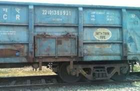 कोयला लदी जा रही मालगाड़ी के डिब्बे में लगी आग, रेल कर्मियों में हड़कंप, फिर जो हुआ