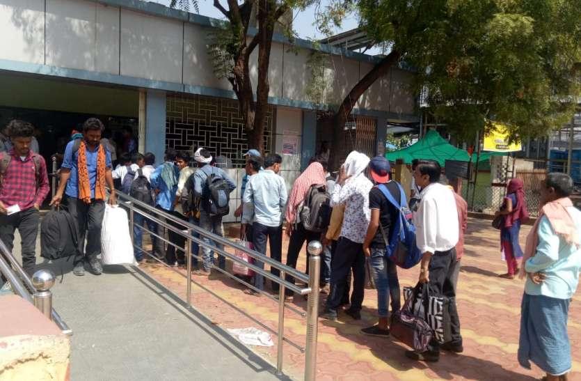 अकलतरा रेलवे स्टेशन टिकट काउंटर पर विधायक ने लिया संज्ञान