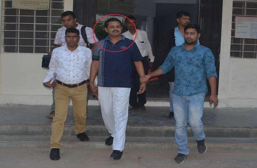 रिश्वत लेते लोक अभियोजक को रंगे हाथों पकड़ा,भ्रष्टाचार निरोधक ब्यूरो ( एसीबी)की बड़ी कार्रवाई