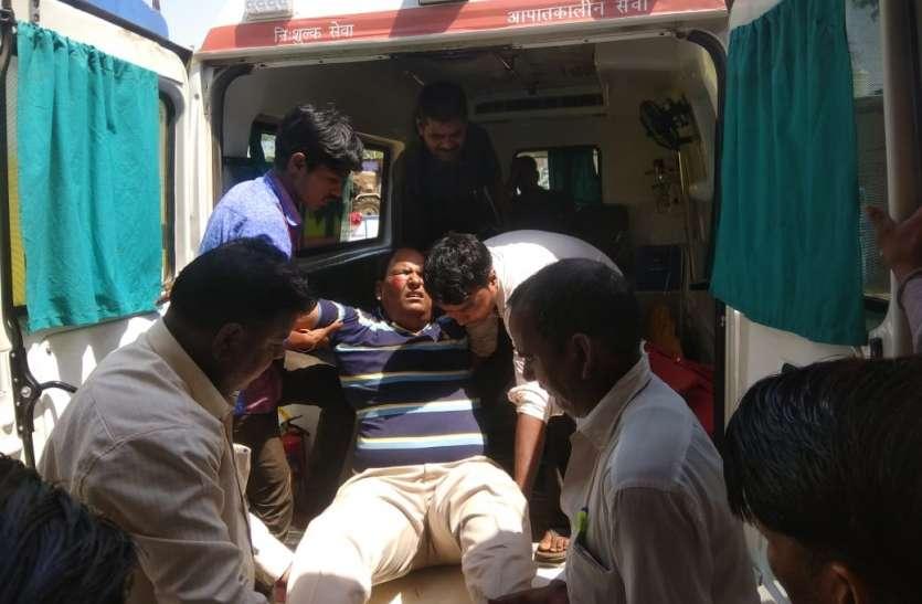 ड्राइवर को लगी झपकी,पुलिया से गिरी कार,आबकारी अधिकारी सहित तीन घायल