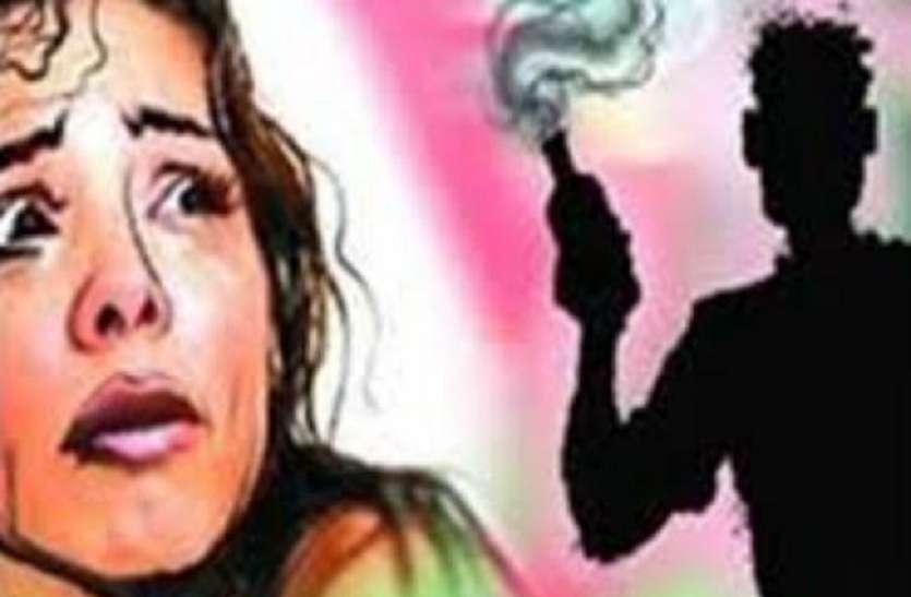 मेडम: हर दिन 300 रुपये मजदूरी में पाता है पति, पी जाता है शराब, बेटे से करता है मारपीट