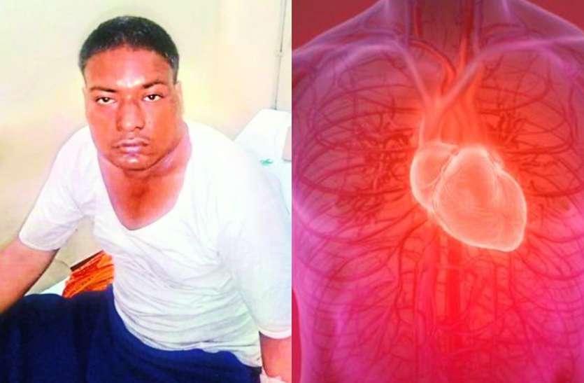 अपेंडिक्स का ऑपरेशन कराने पहुंचा युवक तो पता चला 35 साल से दाईं तरफ धडक़ रहा है दिल