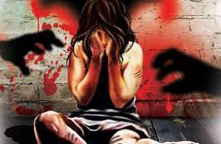 रास्ते में रोक कर महिला व नाबालिग के साथ बलात्कार