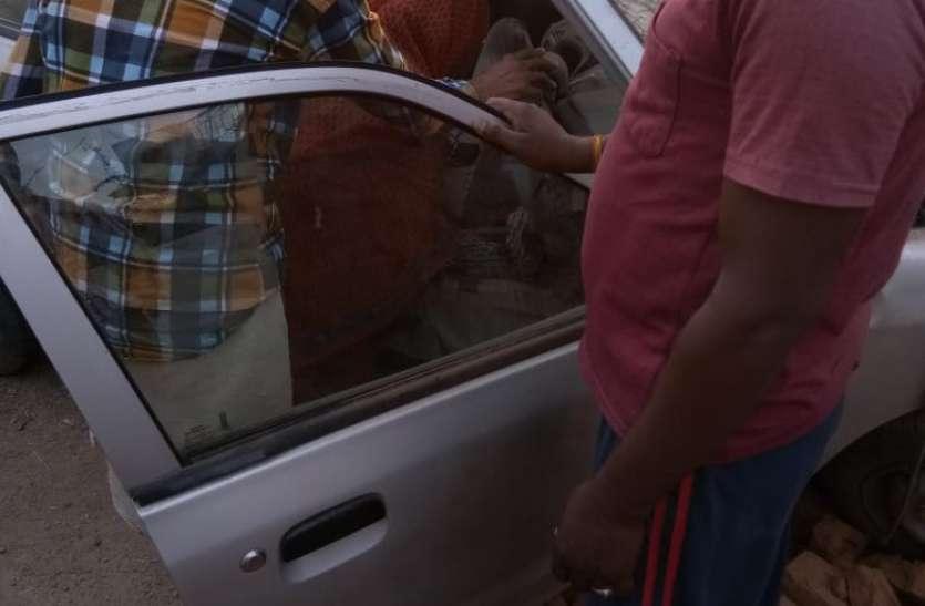 तेज रफ्तार की कार अचानक बाउंड्रीबॉल से टकराई, दो की मौत