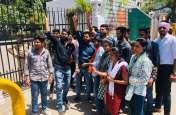 Video : राज्य सरकार के खिलाफ उदयपुर में एबीवीपी का प्रदर्शन, राष्ट्रपति के नाम ज्ञापन