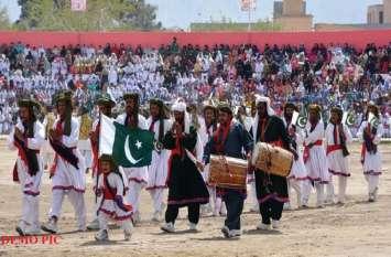 लोकसभा चुनाव के नतीजों से पहले ही 'पाकिस्तान' के इस हिस्से में जश्न का माहौल! लोग बांट रहे मिठाइयां