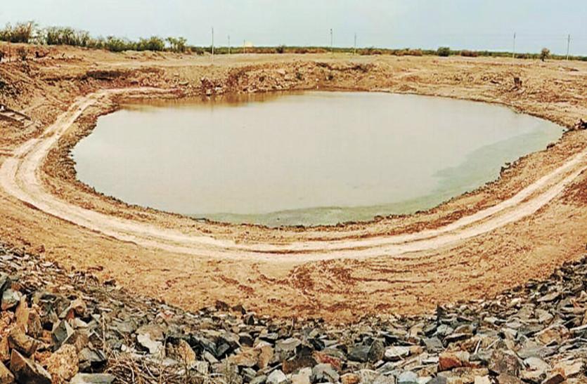 धोरों की धरती बाढ़मेर में दिखा हार्वेस्टिंग का अनोखा उदाहरण, 700 साल पहले रेगिस्तान में बने हैं तालाब