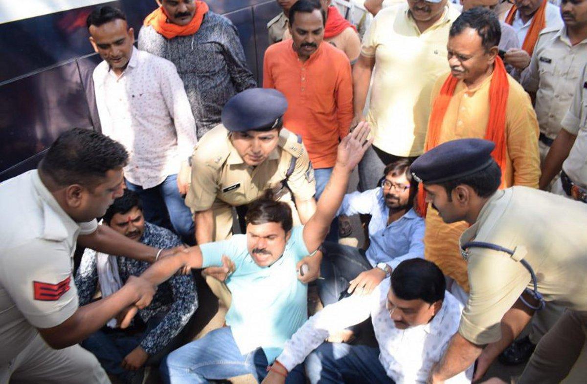 भाजपा प्रत्याशी और पुलिस में रार! देखिए किस तरह पुलिस ने किया बल प्रयोग