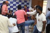 हैदराबाद में दलित नेता पर एक दर्जन लोगों ने किया हमला, प्रेस कॉफ्रेंस में की जमकर पिटाई