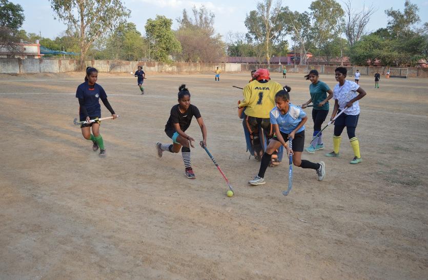 Photos:राष्ट्रीय सब जूनियर बालिका वर्ग प्रतियोगिता मध्यप्रदेश की हॉकी टीम ले रही प्रशिक्षण